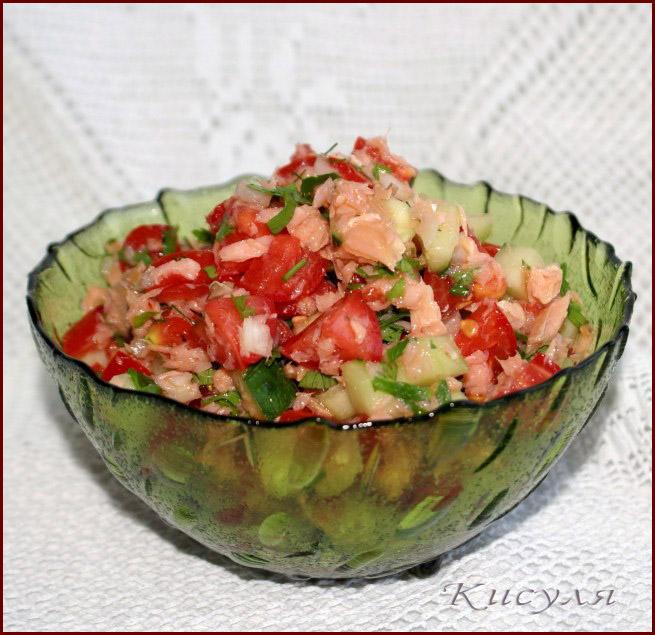 Летний салат с копчёной горбушей