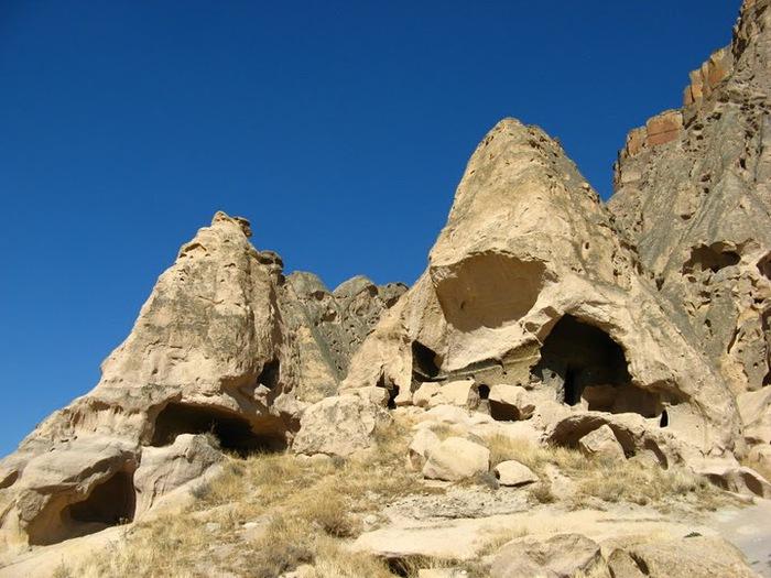 вырубленный в скалах - монастырь Селиме (Selime) 98061