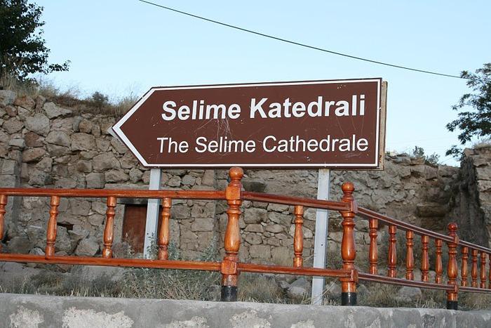 вырубленный в скалах - монастырь Селиме (Selime) 74873