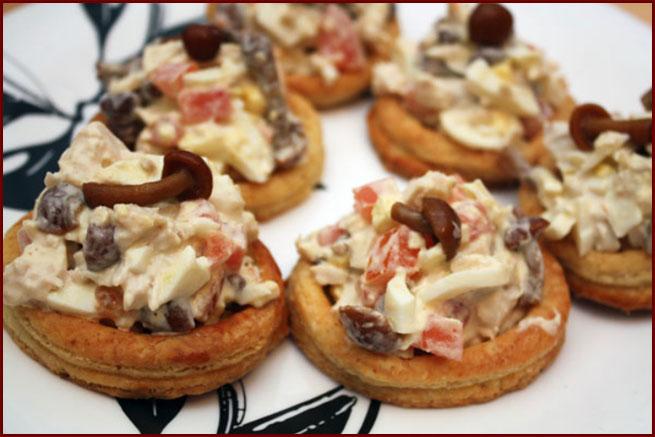Творожные кольца с куриным салатом