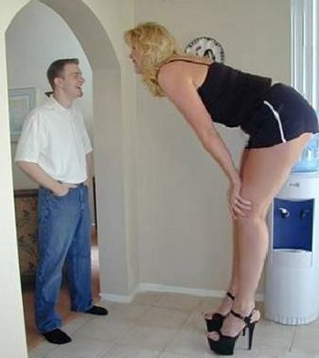 worlds-tallest-woman-1 (350x393, 21 Kb)