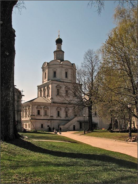 монастыря с правобережьем Яузы
