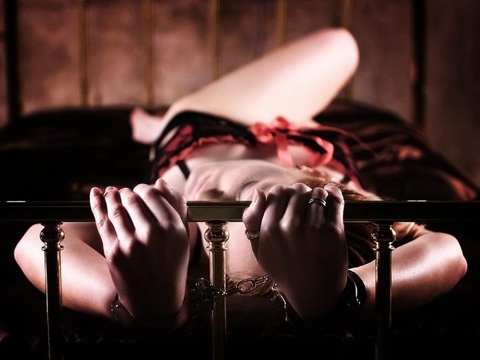 Секс наручники фото 6 фотография