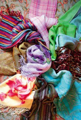 вашему вниманию шарфы, палантины, платки всевозможных цветов.