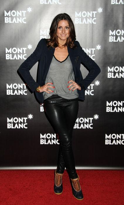 Именно ее стиль - это то, что я называю модой.  Она носит вещи.