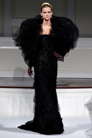 Черное вечернее платье в пол.  Автор:Admin.