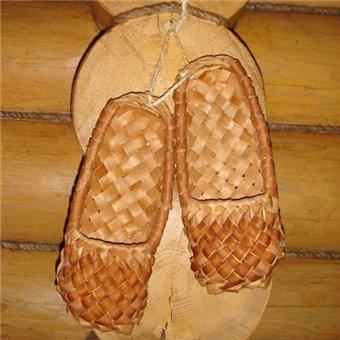 ...В Островском районе решили возродить старинное ремесло плетения лаптей и сделать лапти брендом района...