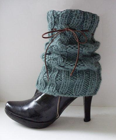 Для умеющих вязать модниц не составит труда связать гетры самостоятельно... широкий выбор которых представлен в...
