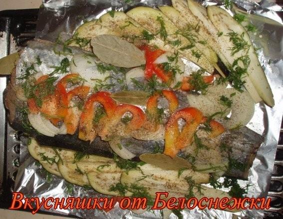 Приготовить салат с маринованным имбирем