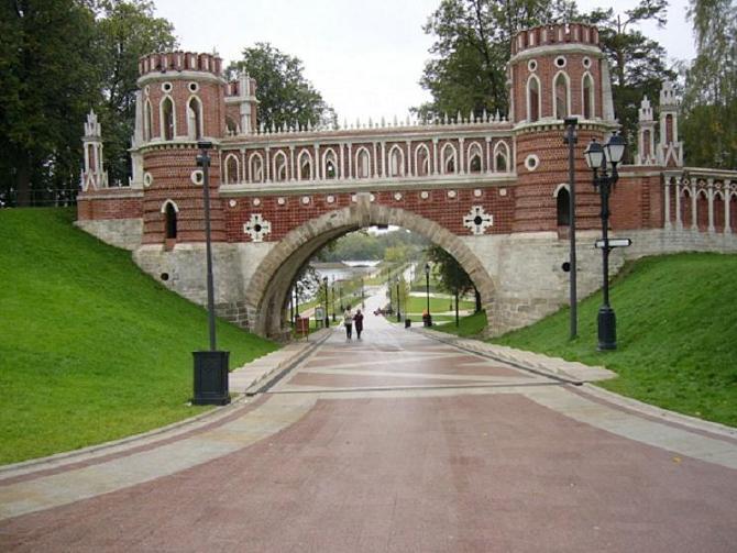 Царицыно - одна из самых необыкновенных усадеб в Москве, да, можно сказать, во всей России.