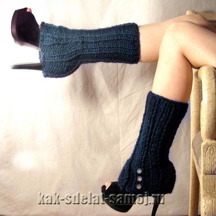 Продолжающийся тренд прошлого года - вязаные гетры на обувь.  Дизайнеры предлагают носить их с туфлями...