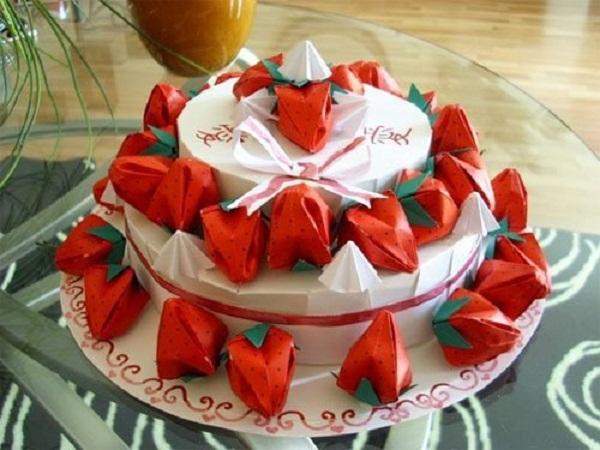Origami Strawberry Cake.