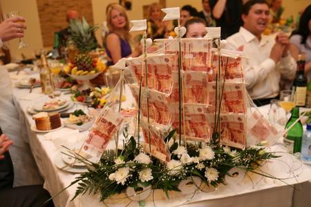 Как сделать подарок к свадьбе