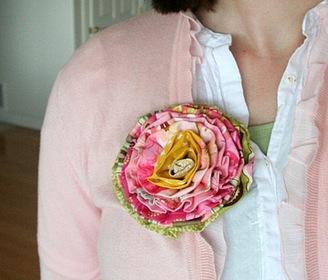 Огромная благодарность за чудную вещицу и замечательный мастер-класс yulyax11.  Брошка-цветок из ткани.