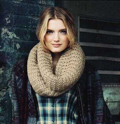 Как и в прошлом году, в этом не теряют популярности снуды или как их называют еще шарф-труба.