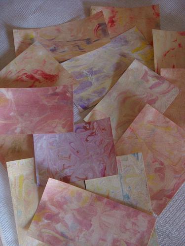 Как покрасить бумагу для
