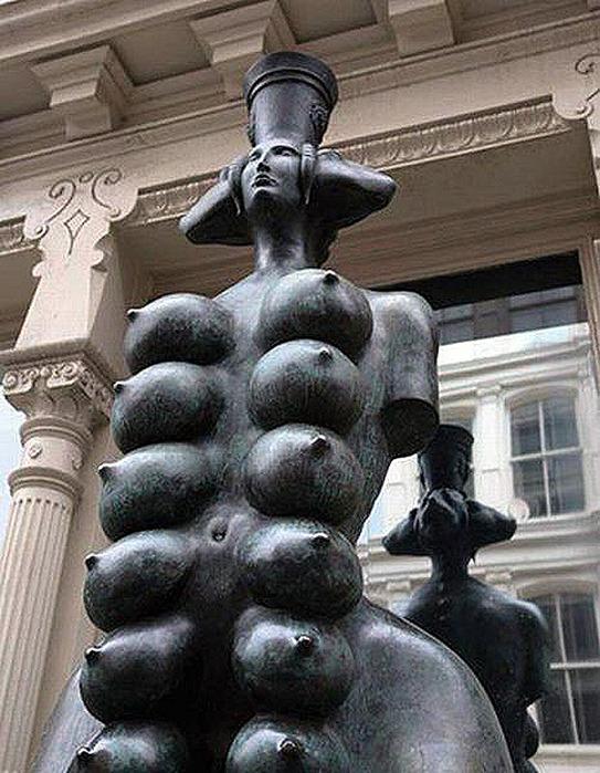 65789606_1287749384_strange_statues19.jp