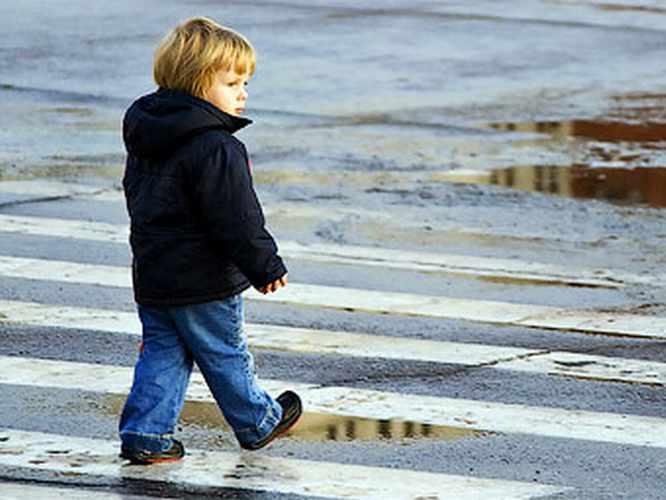 ...в одном из сетевых магазинов Оренбурга продавцы заметили мальчика 4-х лет, блуждающего по залу в одиночестве.