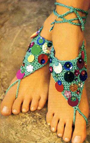 Украшение для ног с разноцветными пайетками (крючком) .
