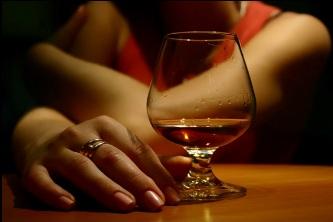 Как правильно пить алкоголь женщине?