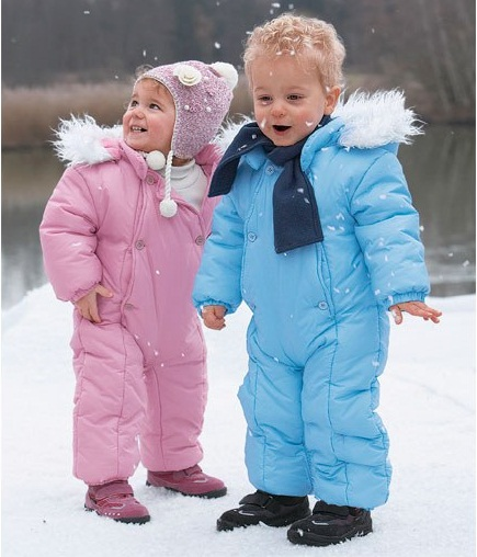 ...детали зимней детской одежды как раз и делают ее особенно теплой.
