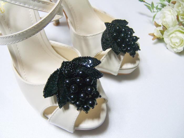 Цветы из кожи на туфли своими руками 5