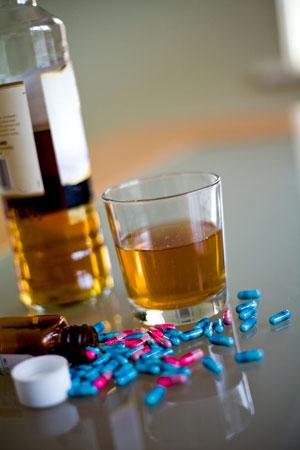А если вы принимаете лекарства.  Как взаимодействуют таблетки и алкоголь?