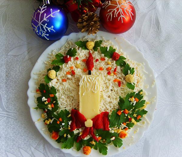 Украшение новогоднего салата.
