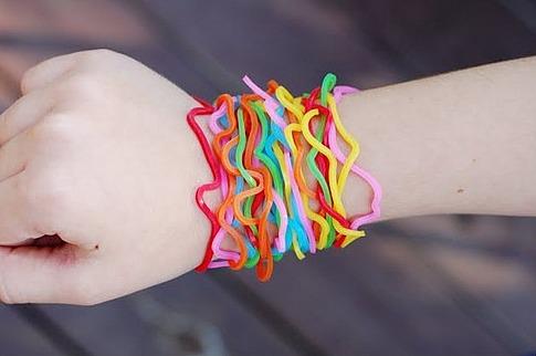 Резиновые браслеты на руку своими руками фото