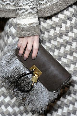 Фото Меховые сумки: пушистый тренд зимы.