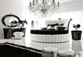 ALTAMODA.  Круглая кровать с высокой фигурной спинкой и подиумом.