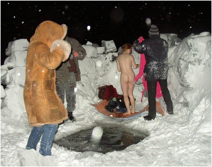 купаются голые ночью фото видео