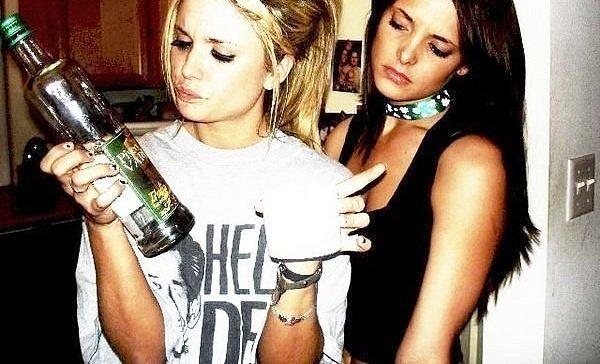 Групповуха сексуальные выходки пьяных девиц проститутки