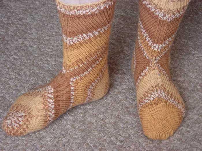 Носки от пятки.