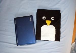 """Вязаный чехол для ноутбука  """"Пингвин """""""