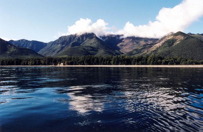 Да, Байкал просто великолепен, не могу и я не привести парочку кадров этого озера. морской.  Я помню штиль Байкала.