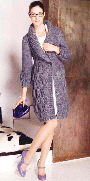 Вязаное пальто приталенного силуэта