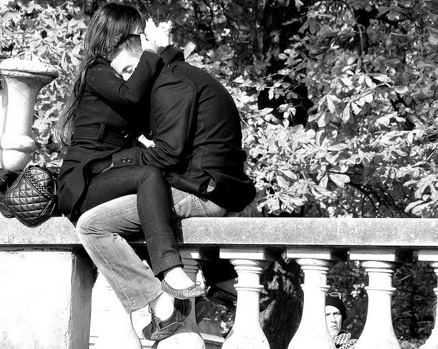 a love темнеет в городе большом стих: