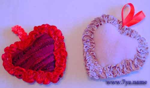 2. Сшиваем их петельным...  Самый лучший подарок для мамы или бабушки