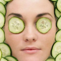 Чем полезен огурец для кожи лица