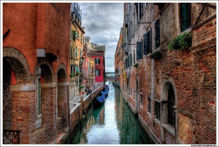 В данный момент Венеция - морской курорт, центр международного туризма мирового значения, место проведения...