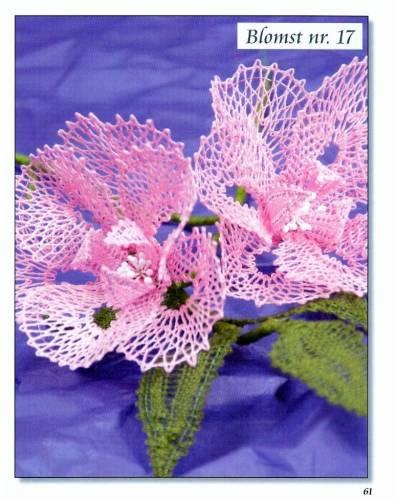 Цветы, сплетенные коклюшками.