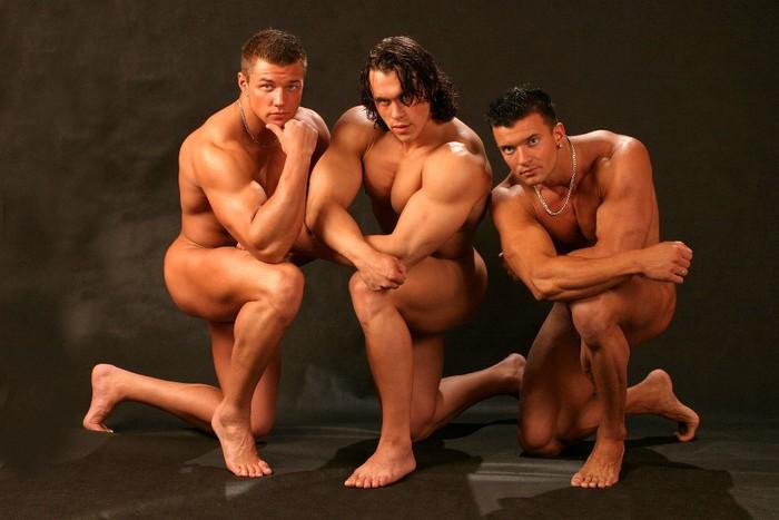 парни танцуют голыми фото