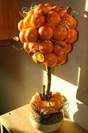 Отдельного внимания заслуживает изготовление своими руками дерева счастья из бисера.  Чтобы сплести красивую поделку...