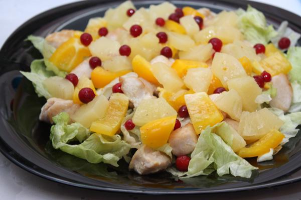 Салат из курицы с ананасами на новый год