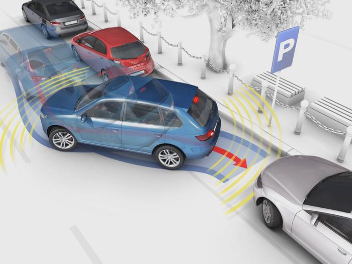 У новичков порою возникают проблемы с парковкой в гараж.  Если опыта маловато, лучше заезжать в гараж передним ходом...