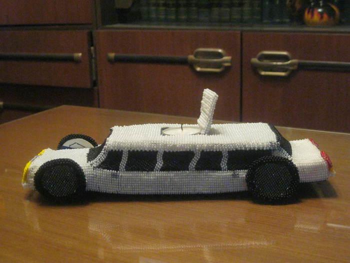 """Это первая моя АВТОРСКАЯ (!!) большая работа из бисера: подсвечник """"Лимузин """".  Счастью нет предела и РЕЗУЛЬТАТ..."""