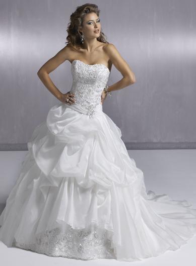 Пышное свадебное платье Cambria Marie.