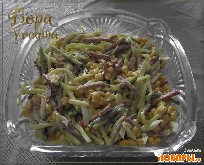 Салат с колбасой кукурузой и огурцом рецепт
