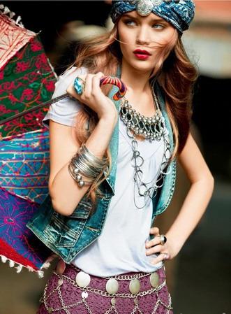 Восточный стиль одежды предполагает яркие краски, пёстрые лёгкие ткани...
